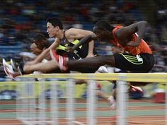 Liu Xiang of China (2nd R) and Antwon Hicks of the U.S. (R) compete in the men's 110m hurdles heats during the Diamond League London Grand Prix athletics meet at Crystal, July 13, 2012.