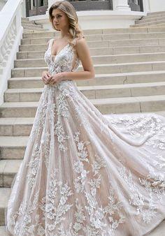Wedding Dress Pictures, Cute Wedding Dress, Princess Wedding Dresses, Best Wedding Dresses, Unique Dresses, Pretty Dresses, Bridal Dresses, Most Beautiful Wedding Dresses, Unique Wedding Gowns