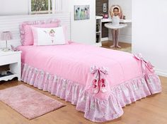 colchas - Recherche Google Bed Sets, Table Covers, Bed Covers, Pink Bedroom Accessories, Bedroom Colors, Bedroom Decor, Princess Room Decor, Pink Bedrooms, Doll Beds