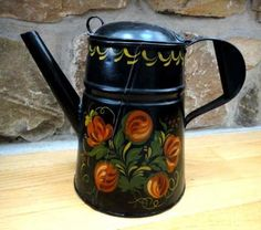 Beautiful century 9 in coffee pot! Painted same on both sides. American Decor, American Country, Country Paintings, Tole Painting, Early American, Red Flowers, Folk Art, Old Things, Hand Painted