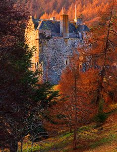 Medieval, Neidpath Castle, overlooking the River Tweed about 1 mile west of Peebles in the Borders