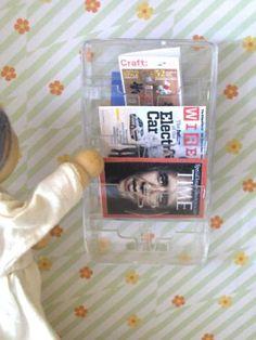 magazine rack from razor cartridge for barbie Barbie Dolls Diy, Barbie Doll House, Barbie Dream House, Ag Dolls, Girl Dolls, Minis, Vitrine Miniature, Miniature Dolls, Barbie Furniture