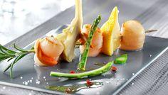 Découvrez notre recette de brochette de romarin aux noix de saint-jacques pour 4 personnes. Une recette de difficulté 2 sur 4 préparée en 25 min (cuisson : 30 min)