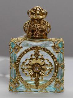 Tendance parfums Exclusive Vintage Czech Handmade Perfume Oil Bottle Gold Tone w Faux Diamonds Antique Perfume Bottles, Vintage Bottles, Perfume Oils, Oil Bottle, Bottle Art, Perfumes Vintage, Beautiful Perfume, Antique Glass, Art Antique