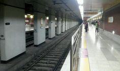지하철을 기다리면서 무료한 시간을 보낼때 서서 제품을 사용한다 .