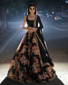 Lehenga Choli Latest, Pakistani Lehenga, Black Lehenga, Floral Lehenga, Latest Bridal Lehenga, Bollywood Lehenga, Designer Bridal Lehenga, Indian Bridal Lehenga, Indian Wedding Wear