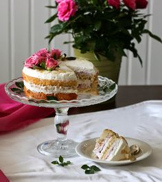 Strawberry and almond mascarpone naked cake