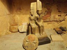 Бог Амон със съпруга