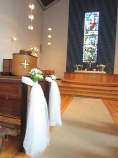 White, simple wedding decor
