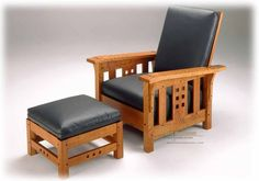 """Custom made Mission """"Morris"""" chair ( Ottoman available at an extra 325 can$). shipped from our Vermont, USA point for our USA clients. Expect shipping fee between 60 to 90$. Please supply your Zip for a quote."""