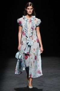 Devota & Lomba Madrid Spring/Summer 2020 - Fashion Shows - Mercedes-Benz Fashion Week Madrid Vogue Fashion, 70s Fashion, Fashion 2020, Couture Fashion, Daily Fashion, Timeless Fashion, Fashion Show, Fashion Dresses, Fashion Looks