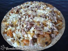 Usar una tortilla de trigo como base de pizza es una opción para poder reducir las calorías y poder disfrutar de una buena pizza. Podéis...