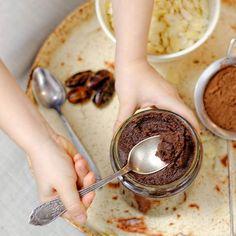 Wspominałam już, że Panna Grymaśna jest czekoladoholiczką? I o tym, że baaardzo lubi wszystko, co słodkie? Na szczęście są zdrowe alternatywy. Dzisiaj zmajstrowałyśmy smarowidło z daktyli, migdałów i kakao - naturalnie słodkie i bez dodatku cukru! 😁#pannagrymaśna #chocoholic #kremczekoladowy #smarowidło #zdrowe #kakao #daktyle #migdały #wiemcojem #jemzdrowo #bezcukru #bezlaktozy #bezglutenu #foodbloger #foodphotography #foodstagram #instafood #instagood #healthy #sweet #cocoa Breakfast, Food, Morning Coffee, Essen, Meals, Yemek, Eten