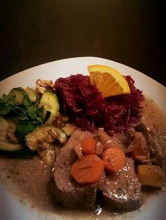 Hirschbraten mit zucchini-championgemüse und blaukraut mit Orange #homemade #lowcarb #sonntagsessen