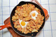 Chilaquiles con huevos estrellados