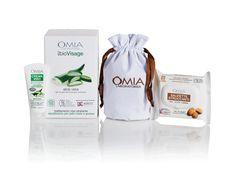 OMIA EcoBioVisage Essentials con Pochette – Aloe Vera contiene: una crema viso Aloe Vera da 75ml, una confezione di Salviette Viso 25pz. XL con olio di argan e la praticissima beauty Pochette a sacchetto in cotone (dimensioni 11x18cm).