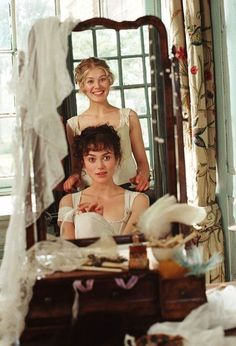 Rosamund Pike (top) and Keira Knightley (bottom) star in Joe Wright's PRIDE & PREJUDICE, a Focus Features release. Picture - Photo of Elizabeth Bennet - FanPix. Rosamund Pike, Keira Knightley, Pride And Prejudice 2005, Pride And Prejudice Elizabeth, Image Film, Jane Austen Books, Movies And Series, Matthew Macfadyen, Vintage Photos