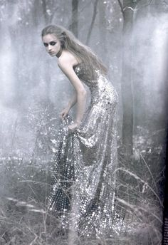 Un Conte D'hiver : Marcelina Sowa & Suzanne Diaz by Mark Segal for Vogue Paris Oct 2006 Love this dark bohemian . Mark Segal, Fashion Fotografie, What To Wear Today, Foto Art, Snow Queen, Ice Queen, Favim, Gods And Goddesses, Greek Mythology
