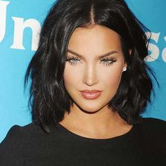 2018 - 2019 New 30 best short dark hairstyles - They say that human hair is a gift from God. Happiest are those who have dark hair. Dark hair is a blessing Popular Short Hairstyles, Girls Short Haircuts, Short Black Hairstyles, Medium Hairstyles, Trendy Hairstyles, Bob Hairstyles, Short Dark Hair, Girl Short Hair, Short Hair Cuts