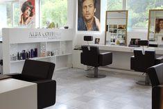 Le salon qui prend soin de vous Desk, Furniture, Home Decor, Hairstyle, Living Room, Desktop, Decoration Home, Room Decor, Table Desk