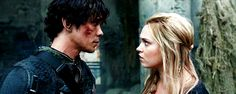 Their faces are so freaking close. JUST KISS. Bellarke, Bellamy Blake, Clarke Griffin, The 100 season 4