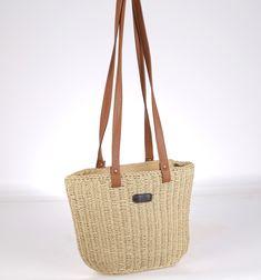 Hledáte výjimečnou tašku v nejnovějších módních trendech, která je vyráběna ručně a je originální? Pak je pro vás Kbas taška ze syntetické rafie handmade to pravé.