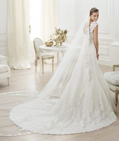 2014 COSTURA / Lencie Style    Petit pois tulle wedding dress with rebrodé lace and belt with crystal gemstone embroidery. Bodice with sweetheart neckline and straight lace straps. Flared skirt with appliqués and scallops at the hem. Narrow grosgrain belt with a bow at the front.      Soo elegant!