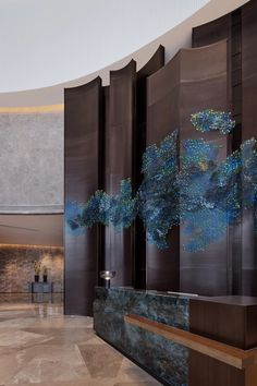 View the full picture gallery of Hangzhou Marriott Hotel Lin'an(Yang & Associates Group) Reception Desk Design, Hotel Reception, Interior Architecture, Interior And Exterior, Hotel Lobby Design, Instalation Art, Marriott Hotels, Hilton Hotels, Hotel Decor