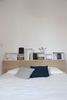 UN DUE TRE ILARIA ... Interiors Design Lifestyle: CHEZ NOUS ⎬NIGHTSTAND ARRANGEMENT