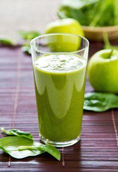 INGREDIENTES ½ taza de espinacas 1 taza de té verde 1 manzana ¼ de aguacate ½ taza de mango o fresas
