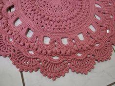 Feito com barbante nº 6 Barroco MaxColor rosa quartzo (3390). Agulha 3,5 mm. Mede 73 x 95 cm. Consulte outras opções de cores.