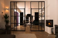 Woontrend: 5x de mooiste stalen deuren | Dudes & Dont's Glass Barn Doors, Glass Door, Style At Home, Bar Interior Design, Wood Detail, Decoration, New Homes, Indoor, House Design