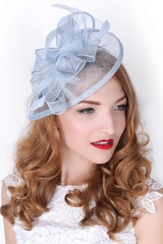This sassy fascinator gives a nod to vintage style with a bouncy mesh ribbon and flighty feathers. With its classic sinamay mesh shape and elegant look it will be your go-to fascinator for the season. - Light weight - Attached to headban Fascinator Headband, Fascinator Hairstyles, Hat Hairstyles, Fascinators, Kentucky Derby Outfit, Kentucky Derby Fascinator, Tea Party Outfits, Derby Outfits, Tea Hats