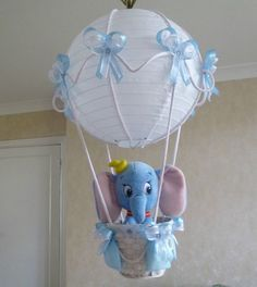 Would totally do this, too cute! Dumbo in A Hot Air Balloon light-lamp shade for baby boy nursery Baby Shower Parties, Baby Shower Themes, Baby Shower Gifts, Baby Showers, Shower Ideas, Balloon Lights, Hot Air Balloon, Dumbo Nursery, Girl Nursery