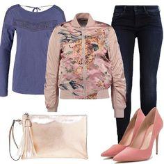 Outfit+glamour+per+il+tempo+libero.+Jeans+skinny+abbinato+a+bomber+pink+con+stampa+a+fantasia,+davvero+delizioso.+Décolleté+con+tacco+a+spillo+e+pochette+monocromo+rose+.+La+maglietta+è+a+maniche+lunghe+per+stare+bene+anche+senza+giubbotto.+Look+davvero+divertente+per+indossare+il+jeans+in+un+modo+diverso+dal+solito.