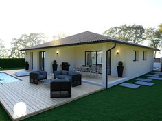 Smaller deck, lap pool, all screen enclosed Bungalow Haus Design, Modern Bungalow House, Village House Design, Village Houses, Style At Home, My House Plans, Small Modern Home, One Story Homes, Facade House
