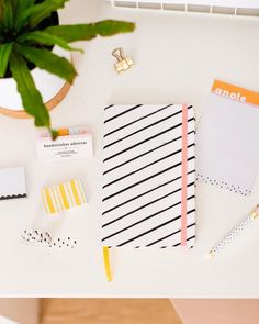 Meg & Meg (@megemeg) • caderno para bujo de animal print: zebra fofa para anotações charmosas. também na foto: sticky notes fofos, caneta de metal dots e bloquinho para anotações | meg e meg Notebook Organisation, Meg Meg, Planners, Bullet Journal, School Supplies, Stationery, Paper, Bujo, Instagram