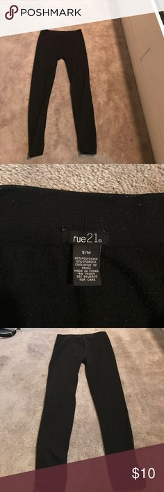 Black Fleece Lined Leggings very stretchy black fleece lined leggings. fairly new, been worn a few times but in amazing shape. they are size S/M Pants Leggings