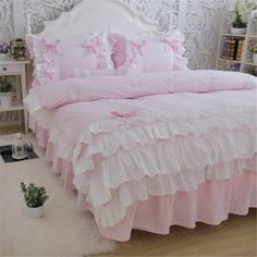 New luxury layers bedding set sweet princess bow ruffle duvet cover wedding bedding pink bed sheet girl baby bed skirt cover Pink Bed Sheets, Pink Bedding Set, Cheap Bedding Sets, Baby Girl Bedding, Gray Bedding, Bedding Decor, Modern Bedding, Dorm Bedding, Beautiful Bedding Sets