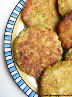 ...présentées par Léna  Cette recette m'a été inspirée… par une soupe de mon enfance en Russie. Il  faut dire qu'en Russie, à l'époque où j'étais enfant, on mangeait de la  soupe quasiment à tous les repas, en entrée. Mangeuse difficile, je  n'appréciais pas spécialement ce défilé de soupes, ma