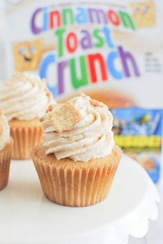 NEW Delicious Cupcake Recipes Cinnamon Toast Crunch Cupcakes take your fave breakfast cereal to the next level!Cinnamon Toast Crunch Cupcakes take your fave breakfast cereal to the next level! Gourmet Cupcakes, Yummy Cupcakes, Oreo Cupcakes, Strawberry Cupcakes, Easter Cupcakes, Flower Cupcakes, Velvet Cupcakes, Christmas Cupcakes, Köstliche Desserts