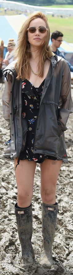 Models with an edge: Suki Waterhouse and Cara Delevingne prepared to get a little muddy as they swapped their high heels for wellies for day three of Glastonbury in Somerset on Saturday Glastonbury Music Festival, Music Festival Outfits, Music Festival Fashion, Festival Wear, Glastonbury Outfits, Fashion Music, Festival 2016, British Festival Fashion, Suki Waterhouse
