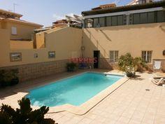 Chalet de 5 dormitorios, 4 baños en una zona muy tranquila. Tiene jardín y piscina privada. Vistas a la playa de San Agustín y a las Dunas. La…