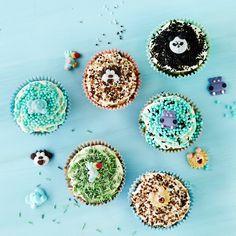 Viidakon mustikkakuppikakut   K-ruoka #lastenkutsut Crochet Earrings, Cupcakes, Stud Earrings, Baking, Cupcake, Studs, Bakken, Cupcake Cakes, Stud Earring