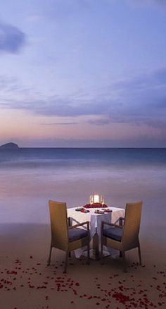 Share the table for 2 with someone special and tell her, Morning without you is a dwindled dawn.