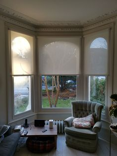Sunscreen roller blinds for bay window in living room Bay Window Curtains Living Room, Living Room Blinds, Window Treatments Living Room, Living Room Windows, Modern Blinds, White Roller Blinds, White Blinds, Blinds For Arched Windows