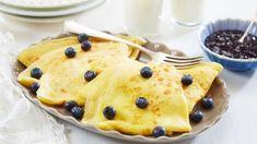 Pannekaker - Oppskrift fra TINE Kjøkken Tin, Pancakes, Bacon, Deserts, Dinner Recipes, Yummy Food, Sweets, Lunch, Plates