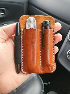 Small Pocket Knives, Edc Gadgets, Edc Everyday Carry, Pocket Organizer, Edc Gear, Brown Aesthetic, Cool Inventions, Leather Wallets, Leather Projects