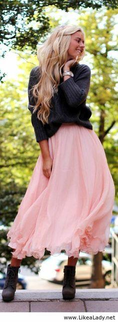 sweater + pink skirt + booties Beauty And Fashion, Look Fashion, Womens Fashion, Mode Chic, Mode Style, Mode Lookbook, Fashion Lookbook, Boho Fashion Winter, Bohemian Winter Style