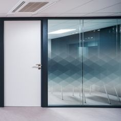 Decorative window film Geometric Film décoratif pour vitres Geometric 04 Decorative film for glazing Geometric 04 for elegant decoration of your glass surfaces - Industrial Office Design, Office Interior Design, Office Interiors, Office Wall Design, Glass Sticker Design, Glass Film Design, Film Pour Vitrage, Office Walls, Office Glass Wall